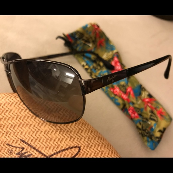 a13b65fa15f3 Maui Jim Sand Island polarized sunglasses. M_5ad93a721dffda5e7ff20ed5